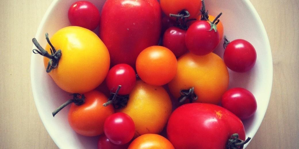 Gele, oranje en rode tomaten! Wat een mooie regenboog....