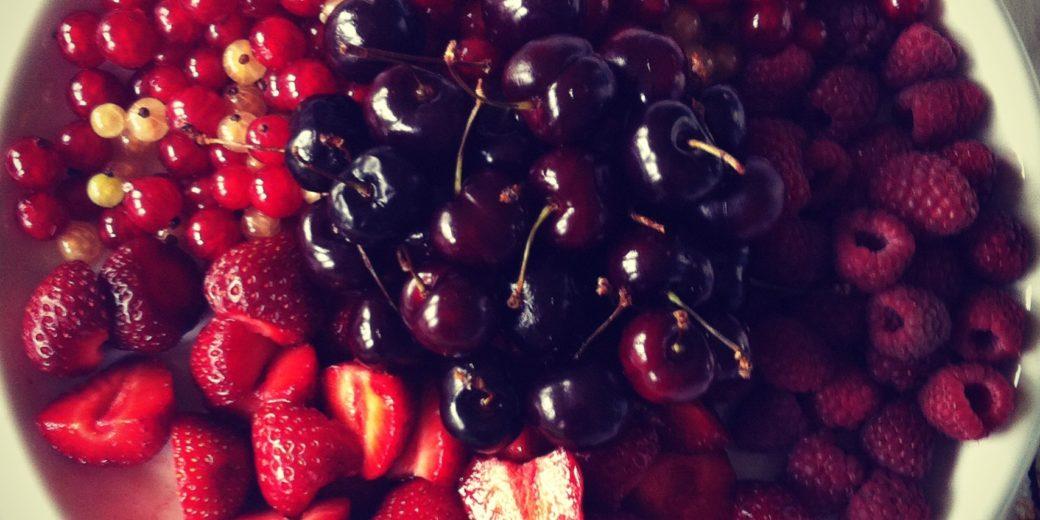 Misschien heb je ook wel bessen en frambozen uit eigen tuin en kan je met wat kersen uit de winkel een indrukwekkend fruittoetje maken!